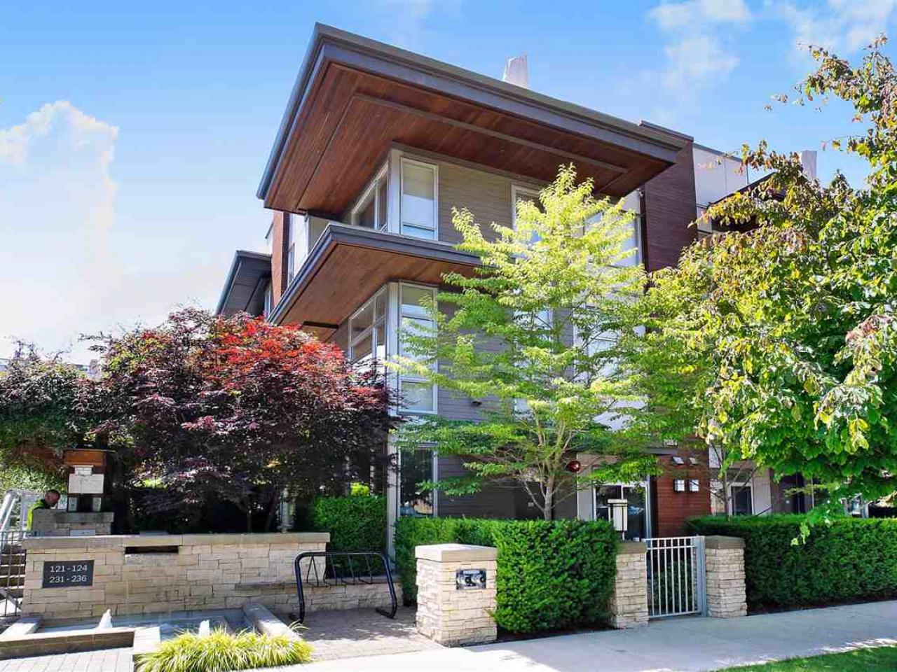 120 - 735 W 15 Street, Mosquito Creek, North Vancouver